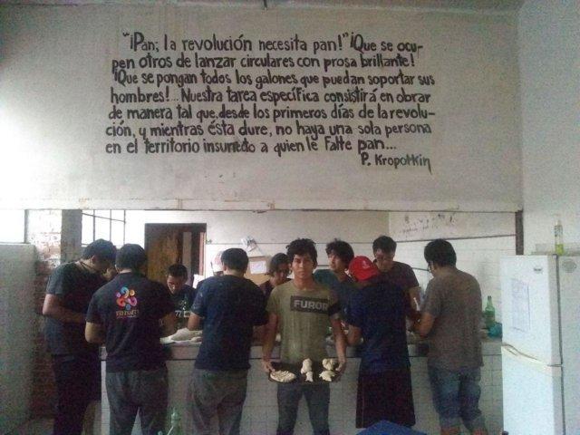 Casa-Nacional-del-Estudiante-Taller-de-pan-llevado-a-cabo-por-Autodefensa-Alimentaria-foto-Autodefensa-Alimentaria-640x480