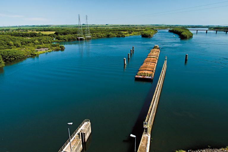 La Hidrovía Paraguay-Paraná en Argentina: agronegocios en territorios hidrosociales de Argentina
